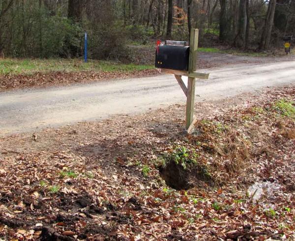 12-21-09_black-rural-mailbox_6876