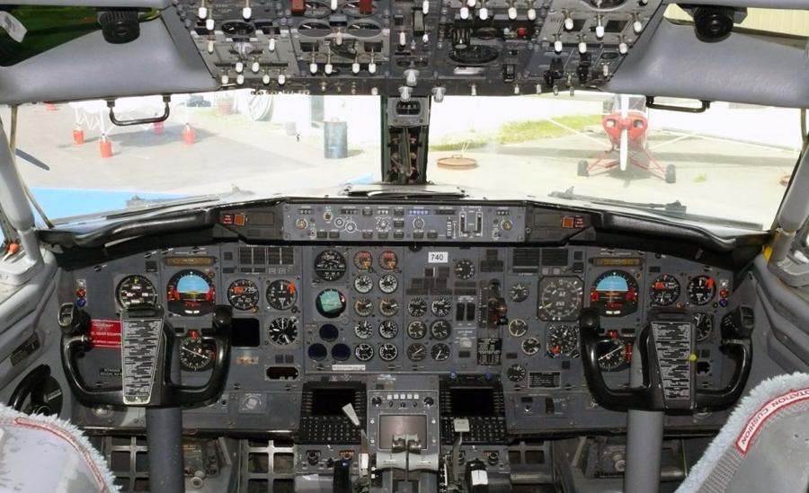 Boeing737Cockpit